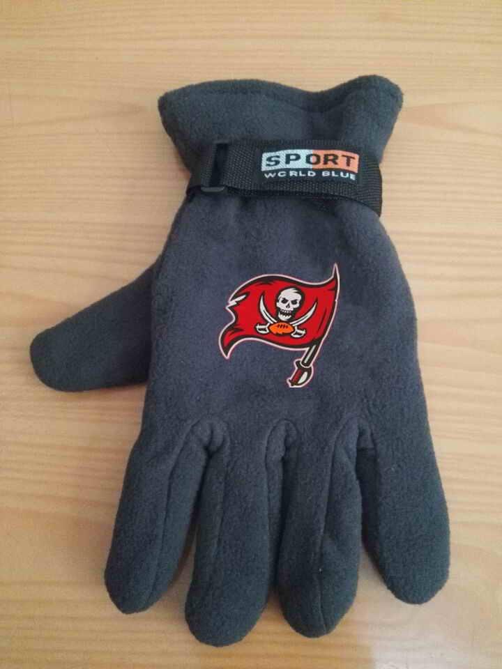 Buccaneers Winter Velvet Warm Sports Gloves