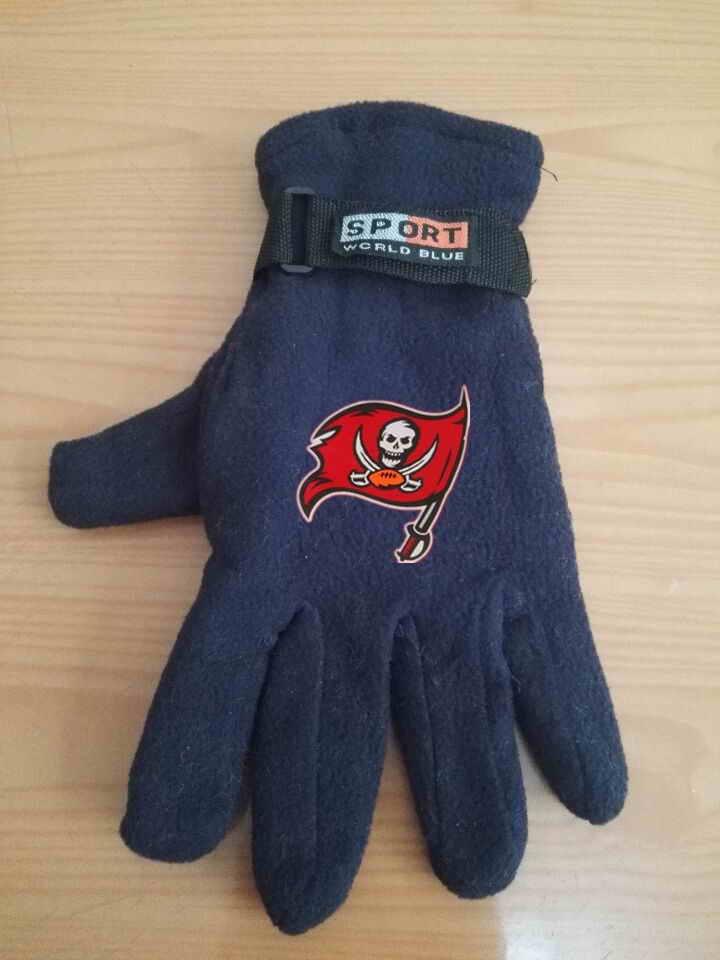 Buccaneers Winter Velvet Warm Sports Gloves5